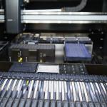 Moderner SMD-Bestückungsautomat mit Laserzentrierung und Vision